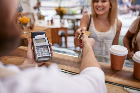 8 Helpful Tips for Properly Managing Your Credit Cards_48554325_s